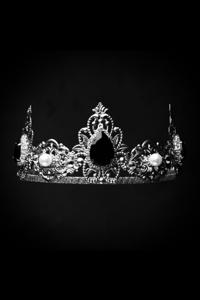 A Crown Unbroken